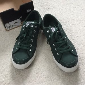 NWT green low top Converse